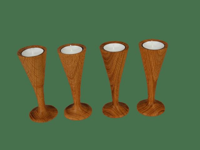 dřevěné svícny na stopce