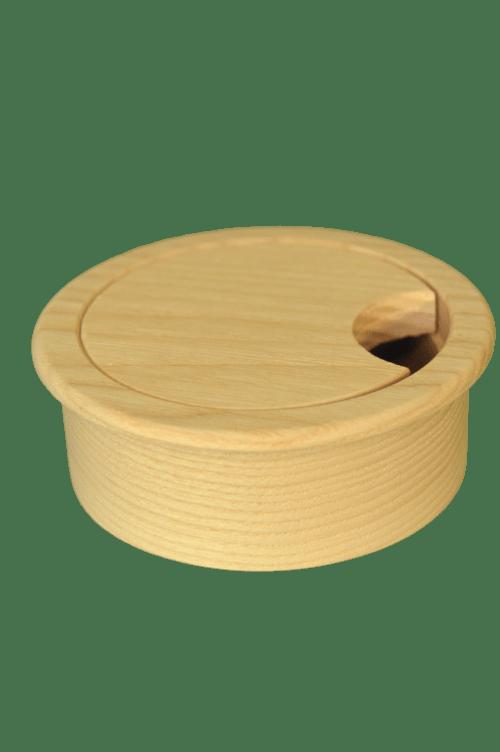 Dřevěná průchodka na kabely